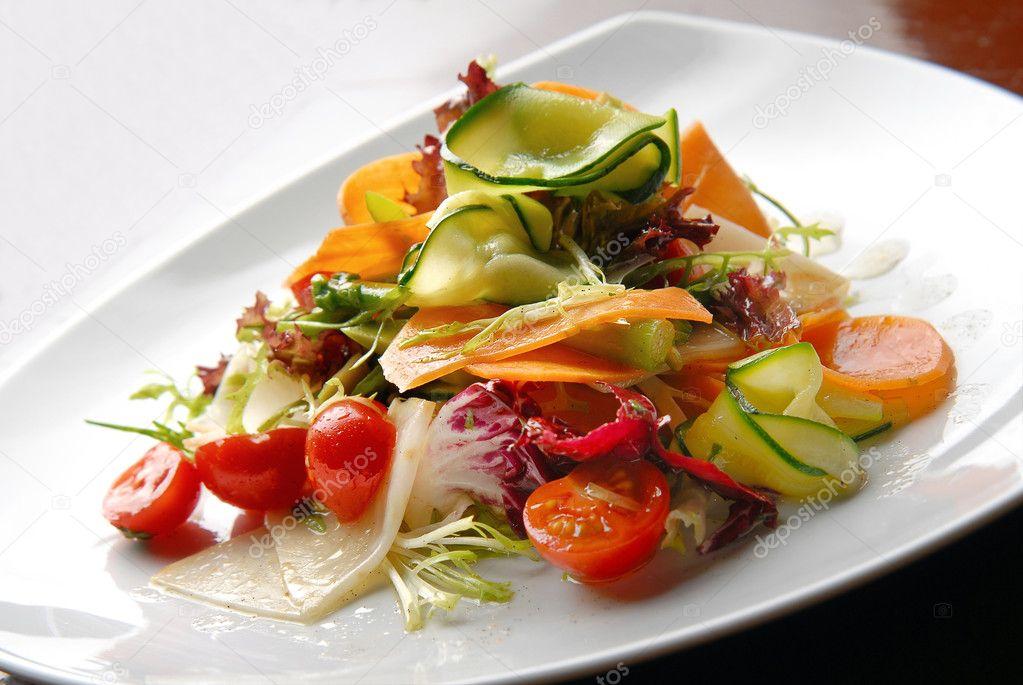 http://static6.depositphotos.com/1042799/616/i/950/depositphotos_6161003-Salad-with-fresh-vegetables-tomatoes-and-avocado-on-plates.jpg