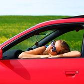 Mulher no carro vermelho — Fotografia Stock