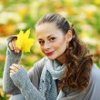 Woman portret in autumn leaf — Stock Photo #6650127