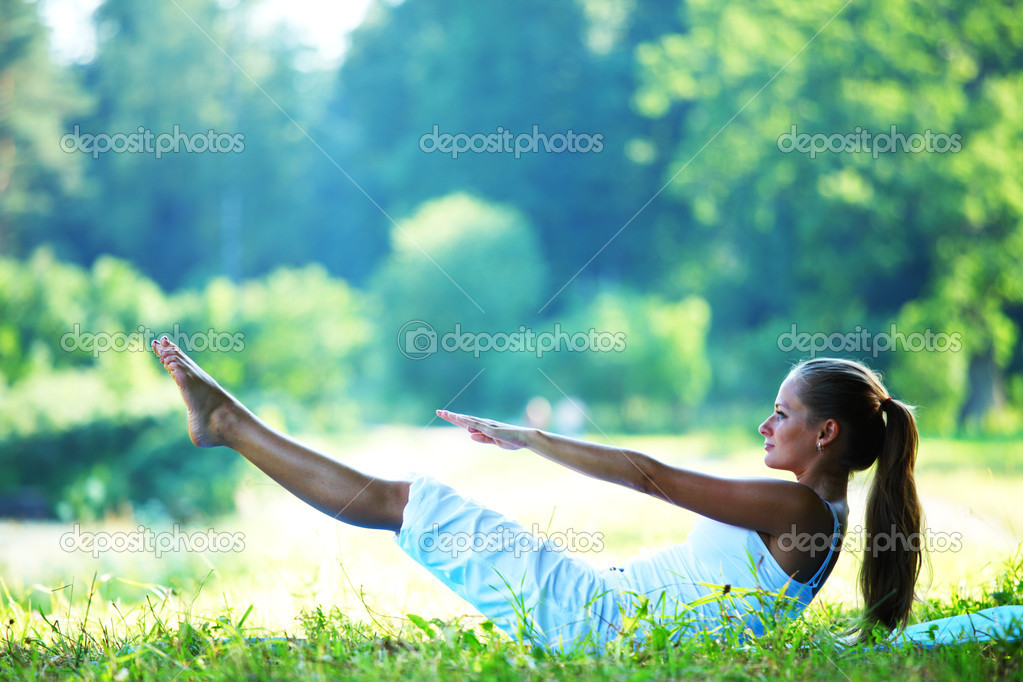  woman lay and training on ground   Stock Photo #6651783