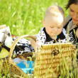 Happy family picnic — Stock fotografie