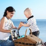 Happy family picnic — Stock Photo #6669426
