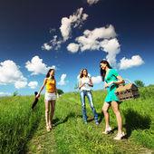 Vriendinnen op picknick — Stockfoto
