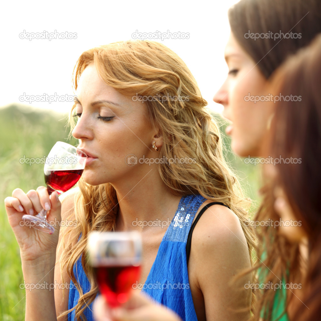 Girls drink wine on nature background — Stock Photo #6669167