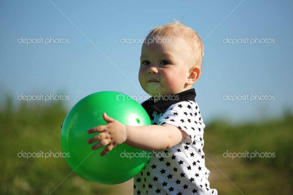 little boy play in green grass with green ball — Stock Photo #6693957