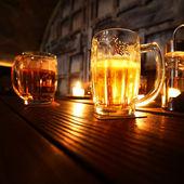 Bière dans noir — Photo