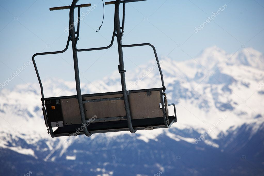 Elevator ski mountains on background — Stock Photo #6728052