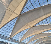 Vaulted ceiling of the high-tech at Munich Airport — Stock Photo