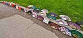Alguns fãs de papel colorido, vendidos sobre o roadside.jpg — Fotografia Stock