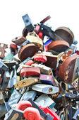 Colorful wedding padlocks at a wedding tree — Stock Photo