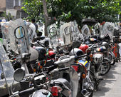 A lot of mopeds parked Tehran, Iran — Stock Photo