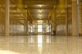 Empty high school corridor — Stock fotografie