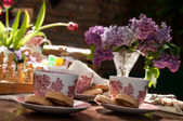 Cups of tea and cookies — Stock Photo