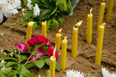 Candles on the grave. — Stock Photo