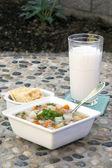 Lunch instelling van soep. — Stockfoto