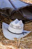 Chapéu de cowboy no chão. — Foto Stock