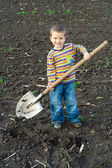 Little children with big shovel — Stockfoto