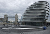 Tower Bridge and City Hall — Stock Photo