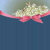 Романтический карта с маленькие белые цветы, бабочки и лентой лука — Cтоковый вектор