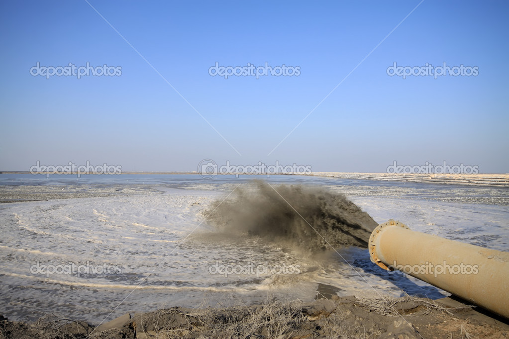 Blowing sand made land engineering by the sea, northern china — Stok fotoğraf #6250152