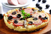 Pizza with smoked sausage sprat cheese and black olives — Stock Photo