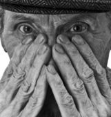 The old man and his hands — Stock Photo