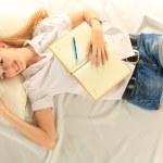 Студент и ноутбука — Стоковое фото