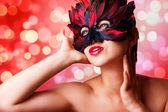 Mujer hermosa máscara de carnaval — Foto de Stock