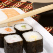 Sushi and chopsticks — Stockfoto