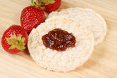 Rice cakes with jam — Stock Photo