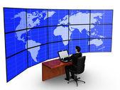 Zakenman merkt op groot scherm — Stockfoto