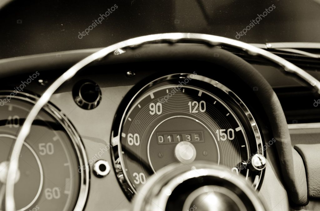 An old dashboard — Stock Photo #6411149