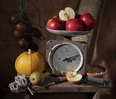 One kilogram of apples. Old spring-balance. — Foto de Stock