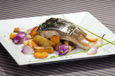 Grilled carp with vegetable garnish — Stock Photo