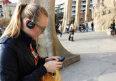 The beautiful girl whih ear-phones — Stock Photo