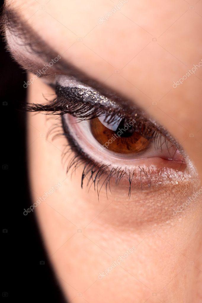 Женские глаза высокого разрешения