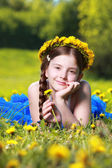Girl lying on grass — Stockfoto