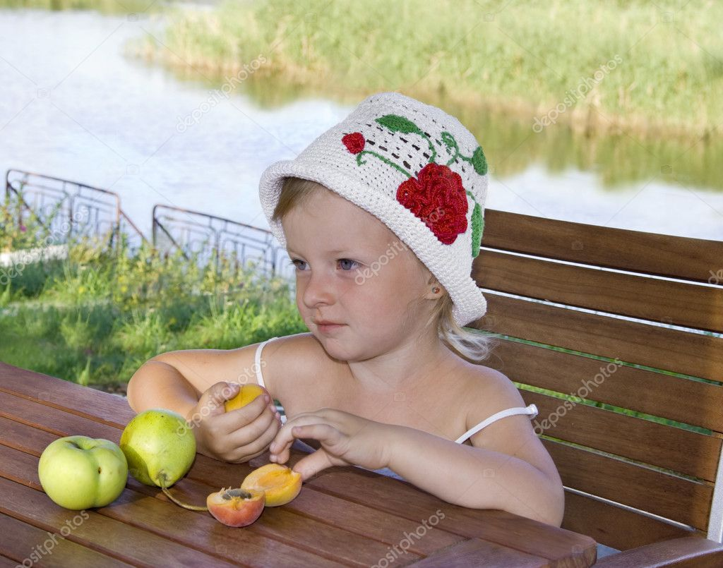 Beauty little girl with apples and pears — Stock Photo #6386941