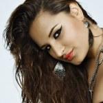 Beautiful brunette hispanic woman — Stock Photo
