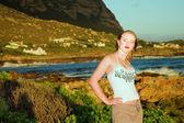 Young beautiful woman standing in evening sun. — Stock Photo