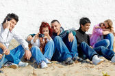 Group of teenagers on the beach — Stock Photo