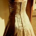 Bride in sleeveless wedding dress — Stock Photo #5411289