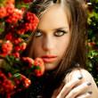 bella mujer con labios de coral — Foto de Stock