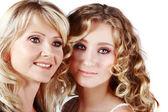 Anne ve kızı beyaz zemin üzerine — Stok fotoğraf
