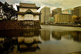Tokio, palacio imperial con la ciudad — Foto de Stock