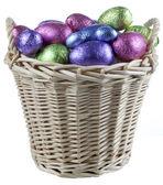 Mand gevuld met chocolade-eieren — Stockfoto