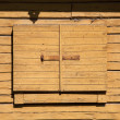 Old wooden barn door — 图库照片
