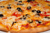 Pizza with black olives and melted cheese, close-up — Stock Photo
