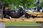 Vrouw in een elegante pak — Stockfoto