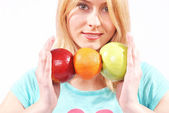 The girl gives fruit — Stock Photo